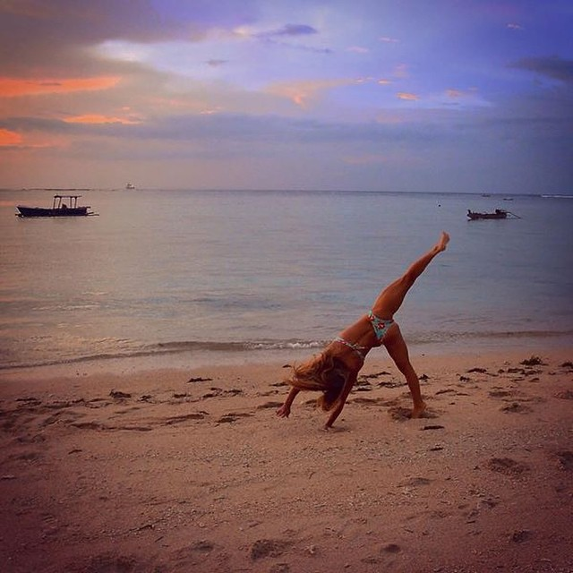 Disfrutando el atardecer en esta isla soñada #sunwaba #indonesia @agustinacerruti #simplelife #reefteam #reefargentina