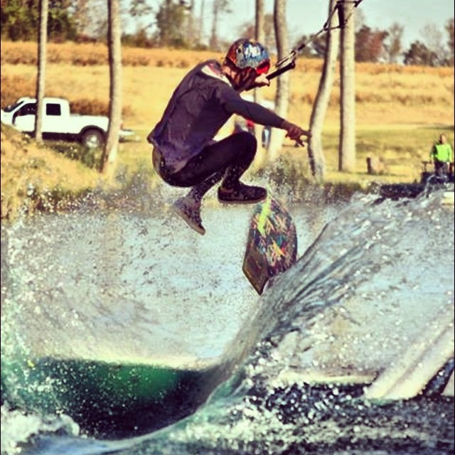 Happy 21st birthday to team rider  @benpierce704 ... Have fun, be safe, and send it to the flats! #stzlife #mystz #kickflipsgetchicks #happyshredding #hammertime #wakeskate #jibtopia photo: @tsode
