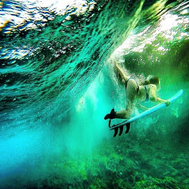 Dive into the weekend, mermaids! #weekendvibes with @insta_susi #getoutthere #duckdive #surfergirl #miolagirl #miolainaction #mermaid #underwater