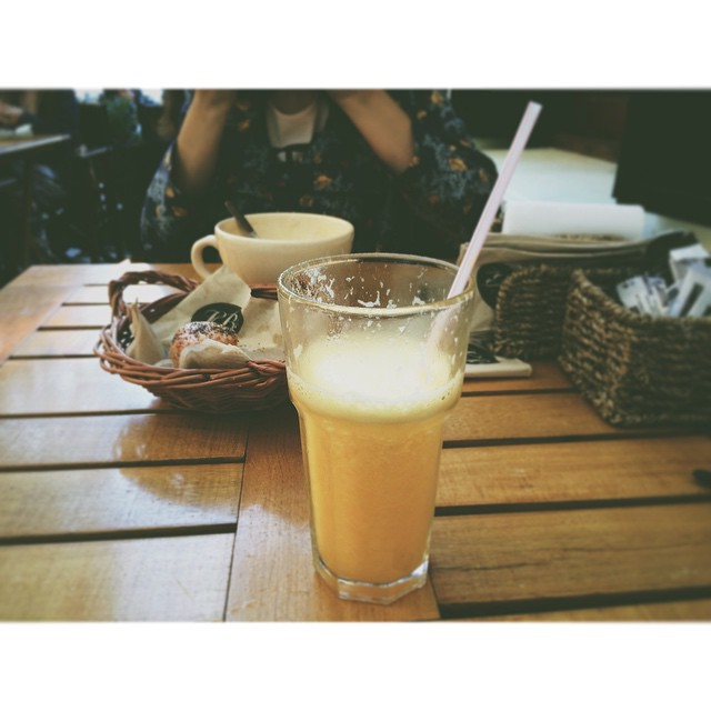 En @lebleoficial de urquiza, pesima la atencion me trajeron algo que no pedi y en ambas veces tardaron mil años. Una lastima. #instafood #coffee #smoothie #peach #orange #banana #apple #iphone