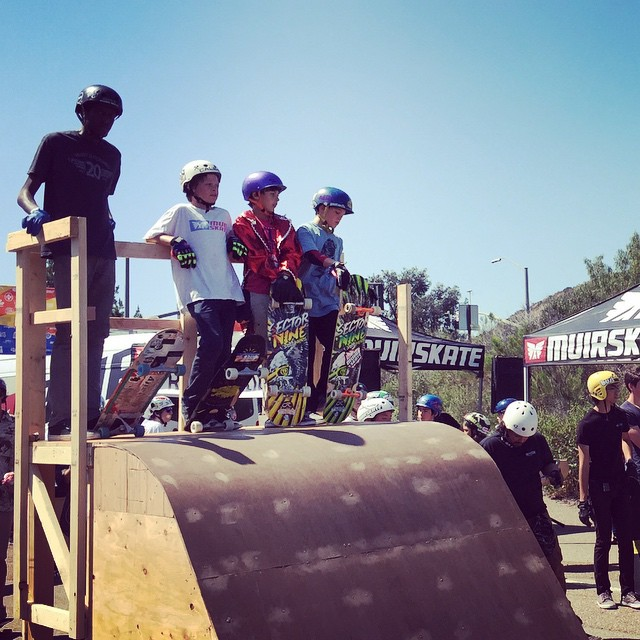 @jasperohlson and company chilling between runs at Muir Skate's Downhill Disco. Always good times at this sick event. @muirskate #downhilldisco #thehomies