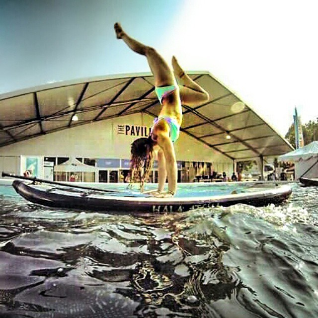 One of @nautilussup great handstands on the #HalaAtcha ! #halagear #adventuredesigned #yogadesigned #sup #paddling #supyoga #suphandstand #handstand #yogaonsup #namasteyoga #namastesup #theweeklyinsta #repostmysup #standuppaddle #weliveadventure...