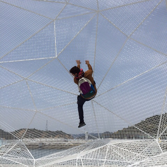 """En una estructura de #soufujimoto #naoshima"" Spider-Man de civil. // find more -> @martinhuberman . #sailpack #fromsailstobags #funday"