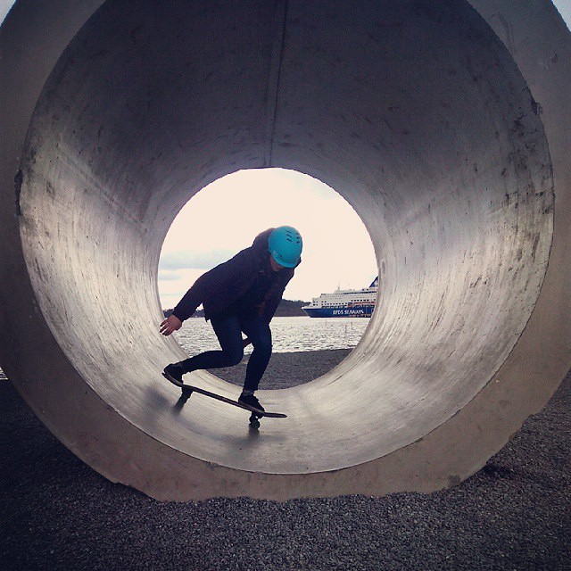 XS team rider @sonsomasia at local spot in #Oslo ・・・⭕ @xshelmets @arborskateboards @arborgirls @daktakoficial