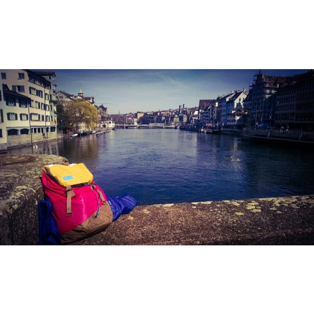 Welcome #Zurich // follow the fish, this #discoverpack is going for a #worldtour. #travel LIGHT