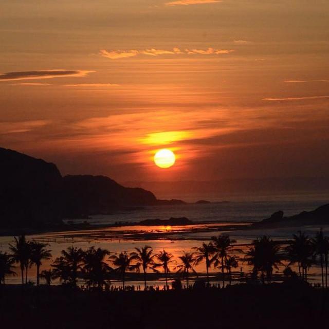 Cada amanecer un espectáculo distinto #lombok #Indonesia #sasakstyle  By @agustinacerruti  #simplelife #reefteam #reefargentina