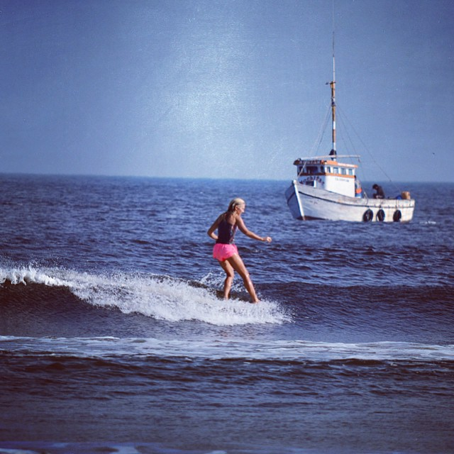 La Punta Madre... @billabongwomens #wandermuch #surfcapsule /// foto hecho por @heplobitos #hep ||| #coast2coast #comopapayaconlimon #infinity #nonstopping #seamerise #elniño #fishing #blue #beyond #toesonthenose #lobitos