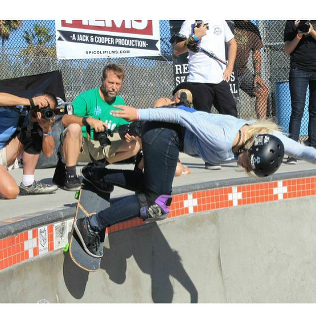 @sarahshreds killing it with a back smith in the bowl at the @encinitassk8park during the 2014 #Exposure !