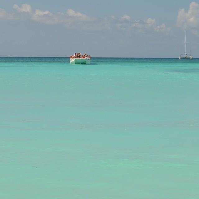 """Esta vista es la que uno tiene desde la Isla Saona, en la cual se filmo la famosa pelicula """"La laguna azul"""". (Republica Dominicana). #animazing_nature #antistress #islasaona #isla #saona #ig_worldclub #ig_caribbean_sea #igs_photos #ig_domincanrepublic..."""