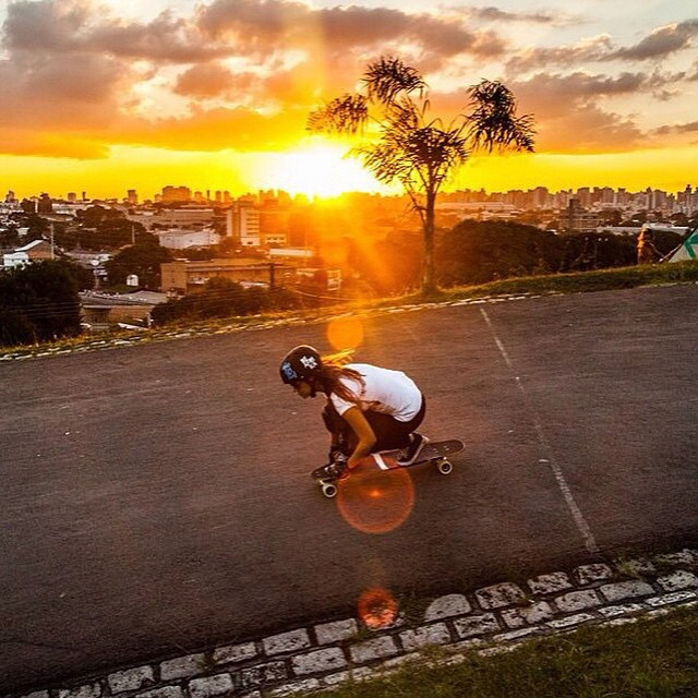 LGC Brasil ambassador @tamisguerra showing off some skills & a magnificent Brazilian sunset. IRADO!  Cássira Ferreira photo.  #longboardgirlscrew #womensupportingwomen #girlswhoshred #tamisguerra #brasil #brazil #sunset #curitiba