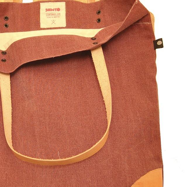 Ya estan disponibles los nuevos modelos en goodpeople.com/sientobags #sientobags #totebag #lumberjack #markettote #style