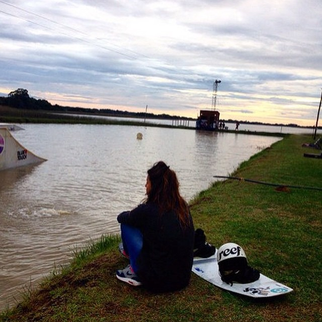 Visiting new places of Argentina... Corrientes Ipora wakepark @sofygrimau  #wakepark #wakegirls #wakeboarder #cablewakeparker #reefteam #reefargentina