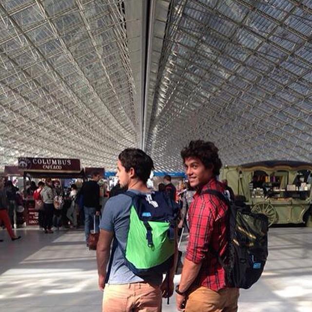 Lange #Sailing Team stuck in #Paris // #travel light #fromsailstobags #49er #airport #mafiajoy