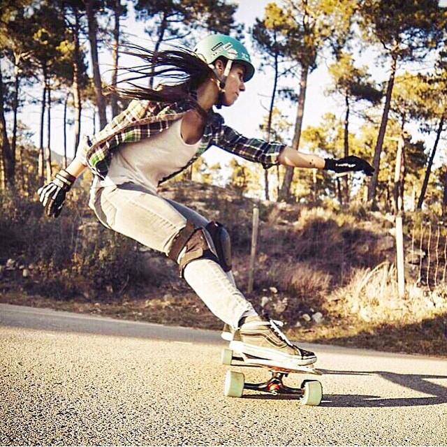 Madrid @valeriakechichian Photo @noelia_otegui #longboard #nature #girlswhoshred #xshelmets #skatebikeboardski #photography #concretewaveskateshop #iconelongboards #hawgswheels #vans
