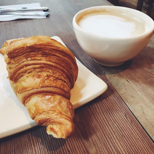Coffee Break ☕️ • Las que todavía no participaron del sorteo pueden hacerlo. Mañana definimos la ganadora ✨