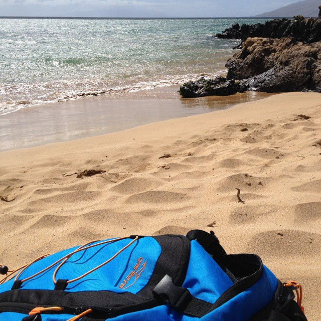 Relaxin' on the #beach in Maui with the Cascade! Thanks for the sweet photo Becky Lewis and @natstancioli !! #livinthelife #maui #hawaii #thecascade #backpacks #coolers #graniterocx