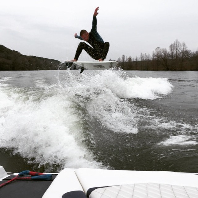 Your daily dose from slayshTank Wakesurfing. @rossdelmas going big! #wakesurf #wakesurfing #keepitfresh @chasehazen