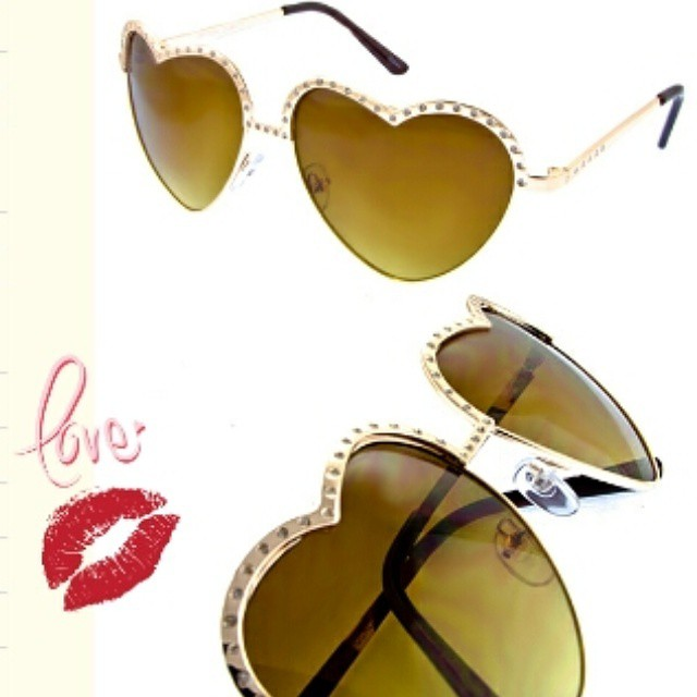 Glitter Infused Metal Heart Sunglasses Shop Now! www.citysunglass.com  #oceanandland #fashionsunglasses #valentinesday #wholesalesunglasses #love #heartsunglasses #fashion #citysunglasses