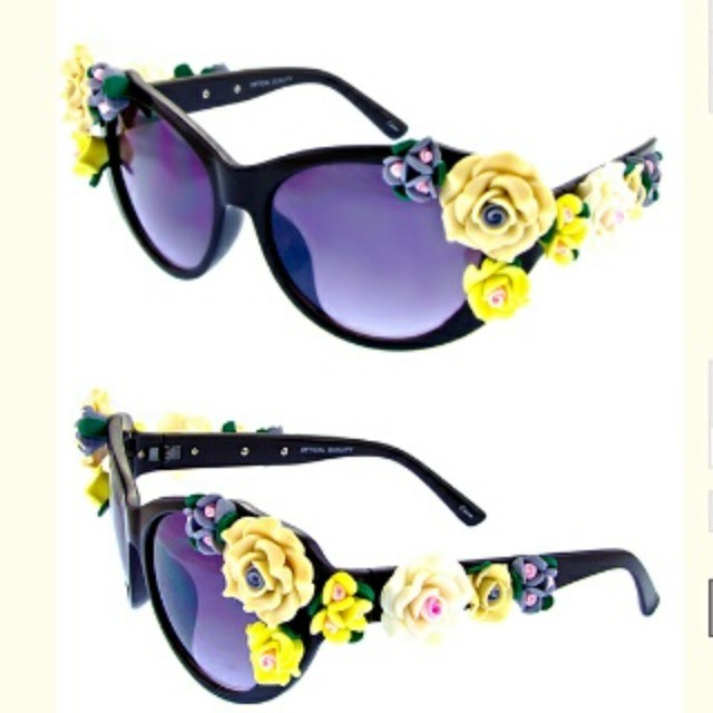 Dolce & Gabanna Inspired Flower Embellished Sunglasses Shop NOW: www.citysunglass.com  #oceanandland #citysunglass #fashionsunglasses #DTLA #wholesalesunglasses #fashion #stylish