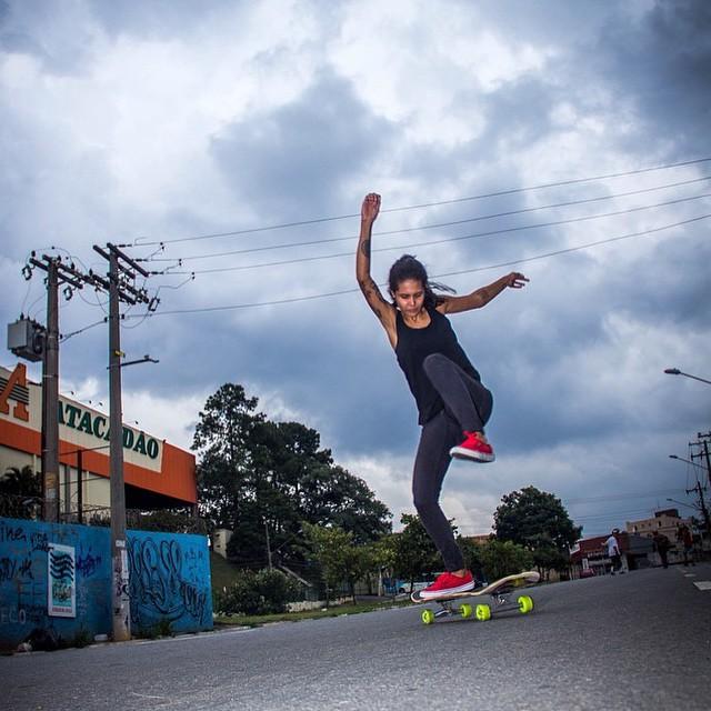 @deiaguandaline always rad. Bon dia desde Brasil!  #longboardgirlscrew #womensupportingwomen #girlswhoshred #deiaguandaline #brasil #brazil #skate #lgcbrasil