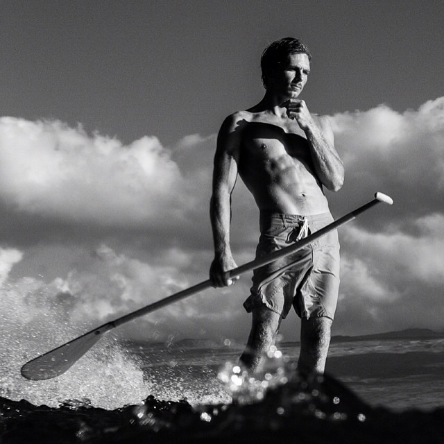 @paddlehawaii always classy, no matter what size the waves are. #paddlehawaii #sup #sarahleephoto