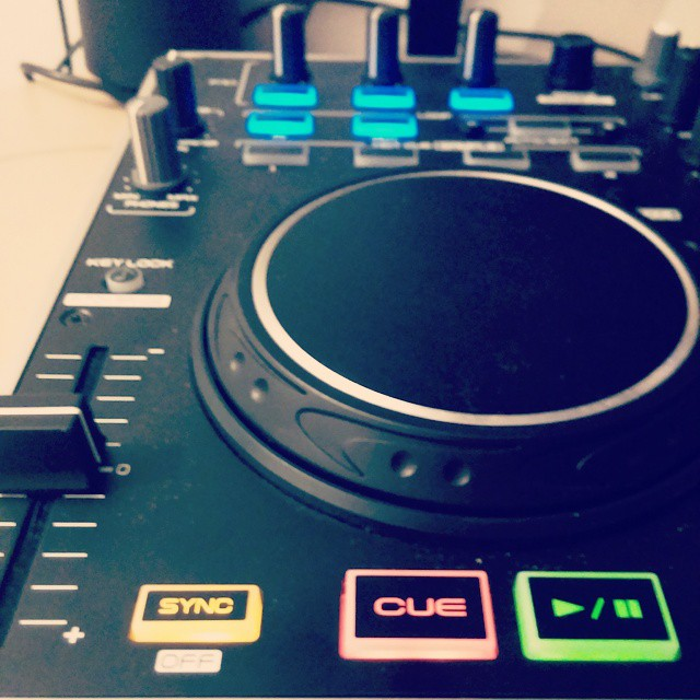 #Denendj #denon #numark #fridaynight #itsfriday #friday #danceMusic #serato #setatodj #ableton #abletonlive #setup
