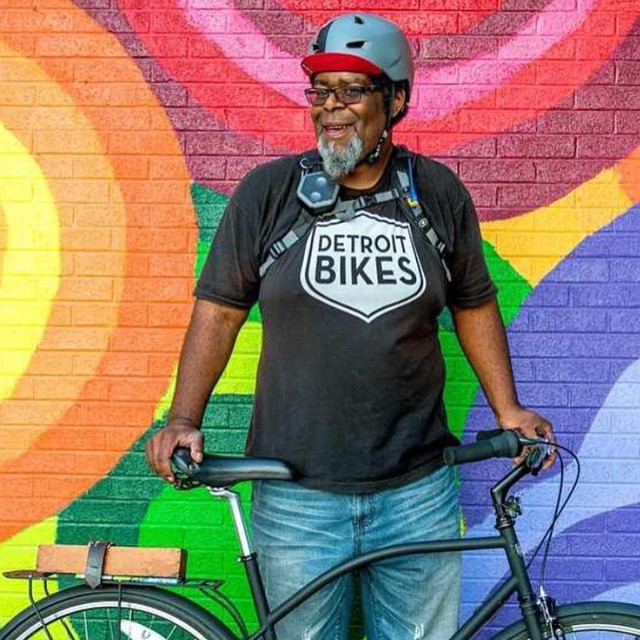 Shout out to all the peeps in Detroit. Slow roll like you mean it! @justin.detroitbikecity @slowrolldet
