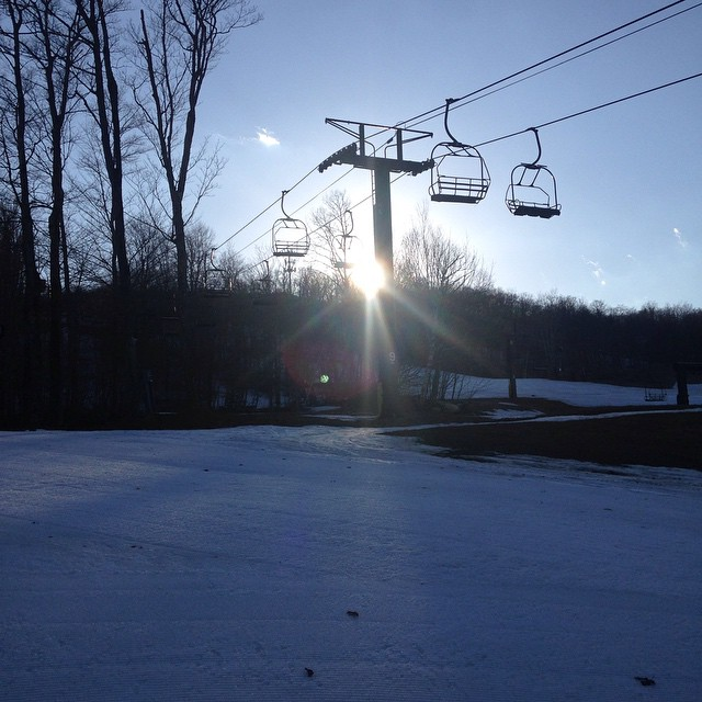 #sunset #skin #tour #earnyourturns @zayjmad191 @mountsnow #JustSendIt #skiing #snowing #itsstillwinter