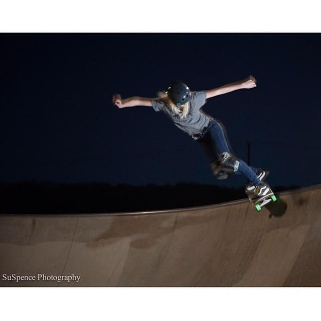 @bevmoskater Monty grind. Photo by @heyitscali #xshelmets #skate #skatebikeboardski #girlswhoshred