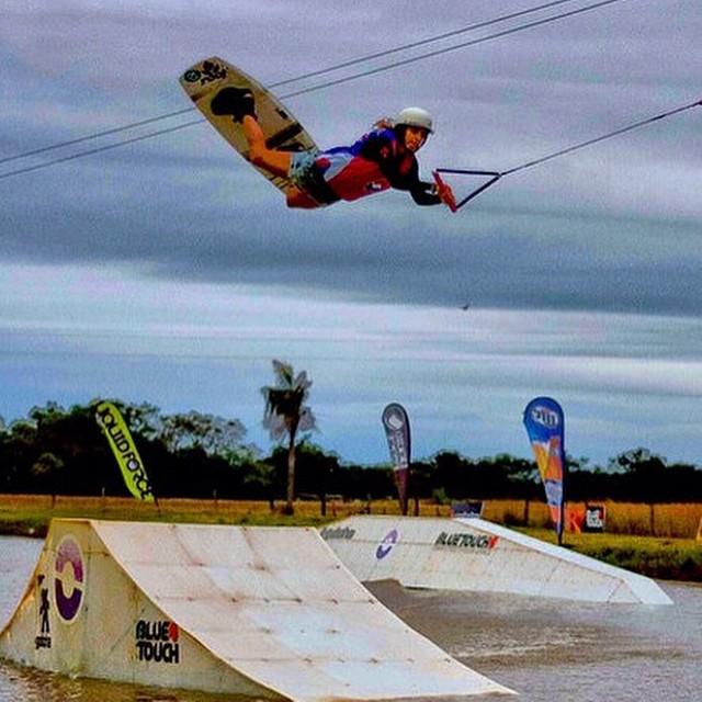 Flying mode @sofygrimauu #wakeboard #wakeboarding #wakeboarder #reefteam #reefargentina