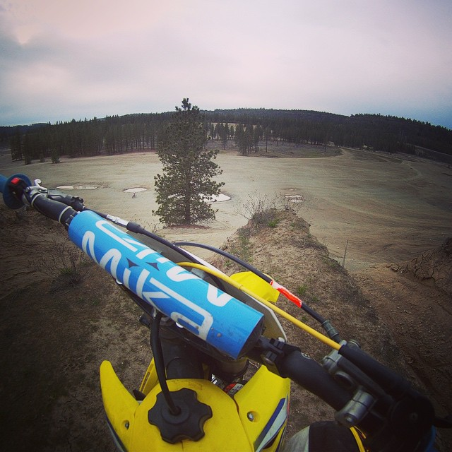 Washington has some sick places to ride! @mikametals @suzukicycles @racetechsuspension #moto #motocross #freeride #mika #suzuki #washington #goodfriends