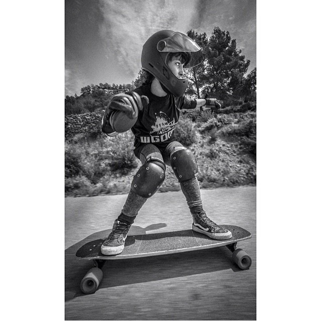 @guanchiviris just released her Freeride/Downhill promodel board with @gomskates designed specifically for adorable small humans with equally small feet. This girl is one of the (if not THE) best freeriders in Spain and we adore her.  @baddecisionsalex...