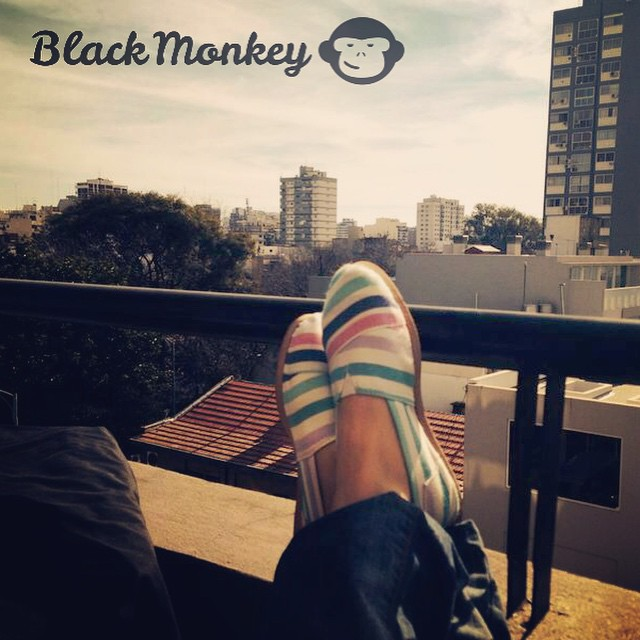 Atardecer Black Monkey... Porque no siempre hay que ir lejos para disfrutar de un buen momento! @blackmonkeystore #blackmonkey #alpargatas #autumn #atardecer #relax #nuñez #tuesday #peace #ipanema #calzado #monkeybrand #enjoy