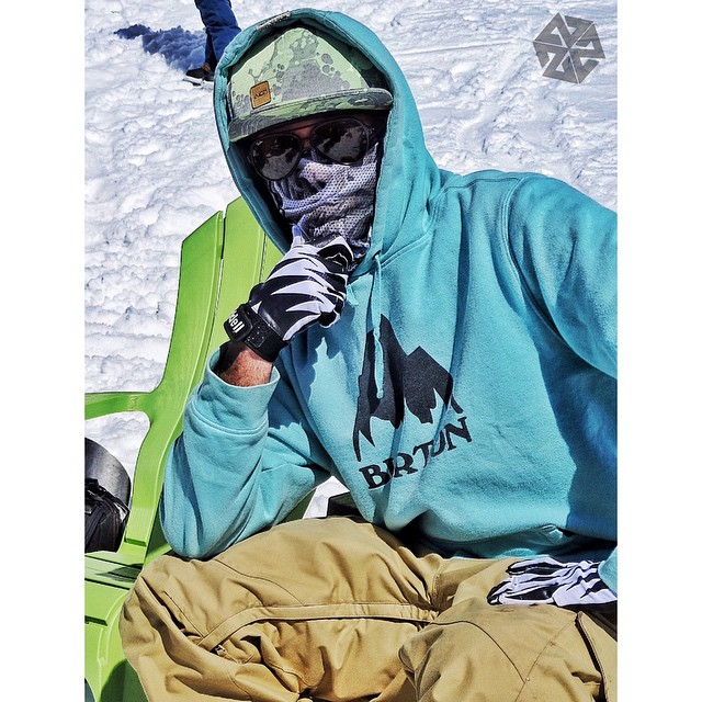 @richiebeats throwin' out the vibe at #peacepark15.  His AV7 Mesh Tshield facemask keeps the sun off his face and the breathing easy, with style for miles.  #AVALON7 #snowboarding #facemasks www.avalon7.co