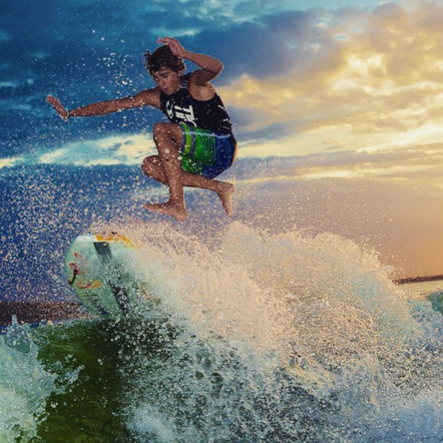 Congrats to Parker Payne on joining team Supra - one of the best young riders in the sport. Check out the full article on the Tank! @parkerpaynesurf @supra_boats #wakesurf #wakesurfing #slayshTank