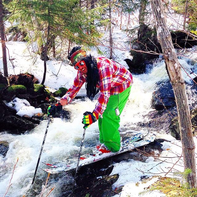 #waterfall #skitheeast #gnarpoints #mountsnow #river @zayjmad191 #JustSendIt