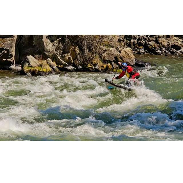 @suppaul_pics charging Big Eddy in Oregon on the #halaatcha . #halagear #whitewaterdesigned #sup #weloverivers #theweeklyinsta #paddling #standuppaddle #paddleboarding #whitewatersup