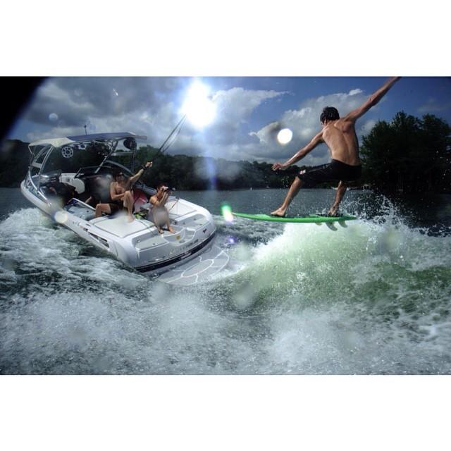 Another one of our favorite surf shots from the slayshTank archives. Photo @rslack Rider @lando_rf Board #shredstixx #wakesurf #wakesurfing #slayshTank #keepitfresh