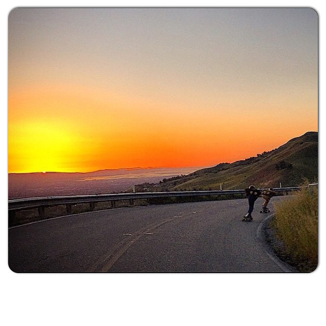 Team rider Michael Carson--@mcarsonlikescats and Dan take the last run before the sun sets.  #michaelcarson #bonzing