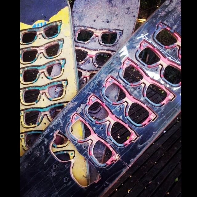 Para cerrar el viernes y para arrancar un tremendo fin de semana , les mostramos los anteojos que se vienen para la semana que viene!!! #recycledsunglasses  #recycle  #recycled  #sun  #sunglasses  #anteojosdeskate  #anteojosreciclados  #reciclar...