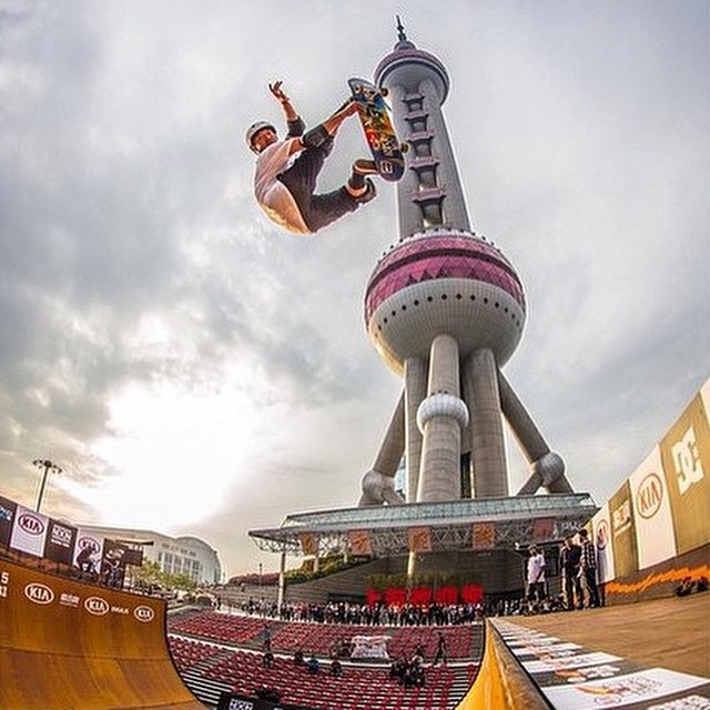 Team rider @dyoueda throwing down some demos in Shanghai for the @kiaworldextremegames (photo by @krispylife ) @greenissue @protec #shredthelove #regram #skate