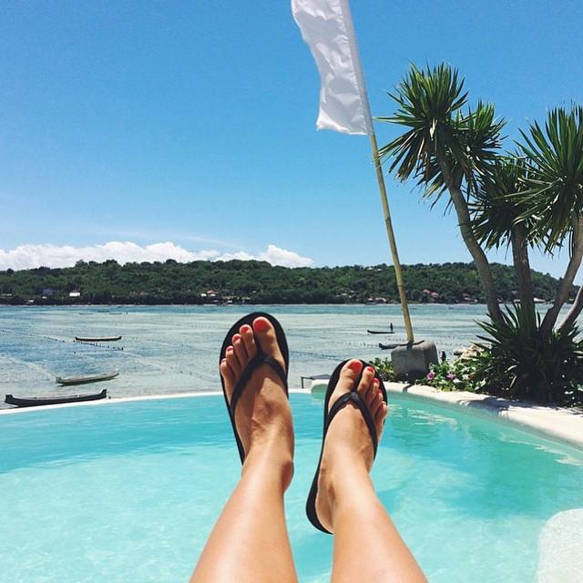 Island life w/ @welikebali in the new and improved innertubed sandal ⛵️ We LOVE #WeLikeBali  #PTHWYS #SS15 #innertubed #sandals #goodhumancrew #soleswithsoul