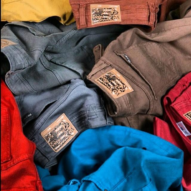 Volcom Brand Jeans #vbj #USAmade #denim #nowincolors búscalos en nuestros #volcomstores #volcomAltoPalermo #VolcomDot #VolcomSoho #VolcomUnicenter