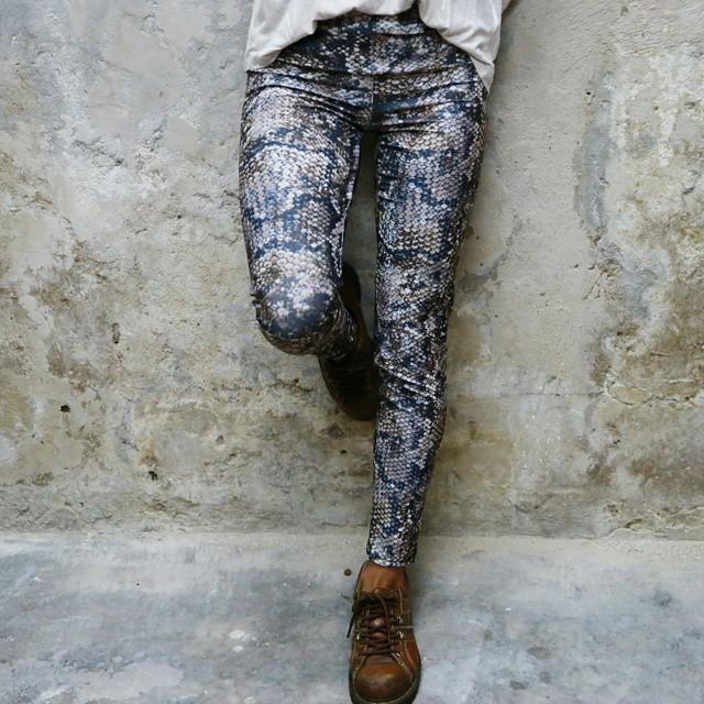 ⚡ Legging Reptil ⚡ Encontrala mañana en nuestra web junto con todo lo de Invierno15!  Ph: Gero Perez Terra