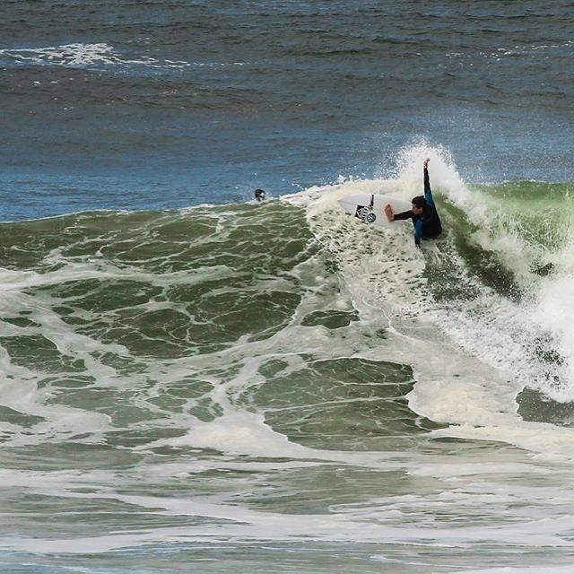 """Flashback! """"Un día de aquellos, tremendo mar y buenas vibras en el agua. Entraron unas bombas de gran tamaño. Lindo correr olas así en casa"""". @luismaiturria  PH: @Monte y Suburu  #soul #surfing #waves #reefteam #reefargentina"""