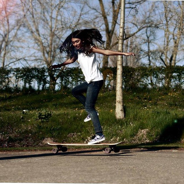 Go to longboardgirlscrew.com to check this 14-year old LGC Netherlands rider Nadya Doerga. She's only been skating for a year and already kills it. Kim Ofnietdan photo.  #longboardgirlscrew #girlswhoshred #womensupportingwomen #nadyadoerga #thenetherlands
