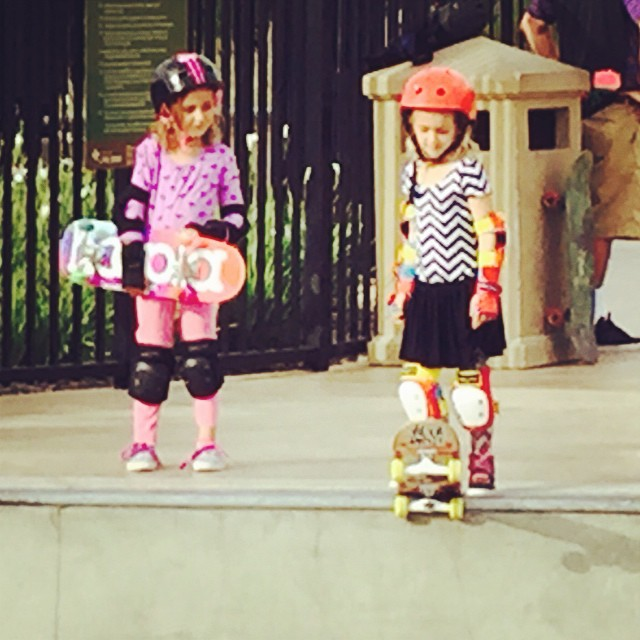 Watching her friend drop into the big bowl at our last #rideanddine event inspired Keona to drop in for the first time today! Congratulations! #friends #skateboarding #fun #inspiration