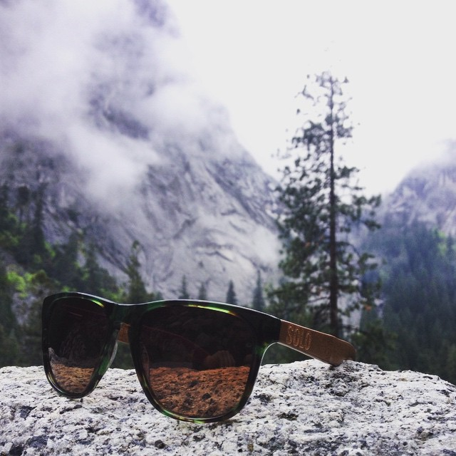 Yosemite vibes @cpkirbs #soloeyewear #bamboo #sunglasses #burundi #frames #polarized #lenses #nature #naturelovers #yosemite #yosemitenationalpark #california #beautiful #hiking #mountain #trees #fog #love #climbing
