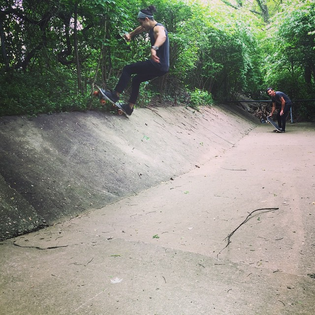 Ditch session with some dudes. #Nashville #skate