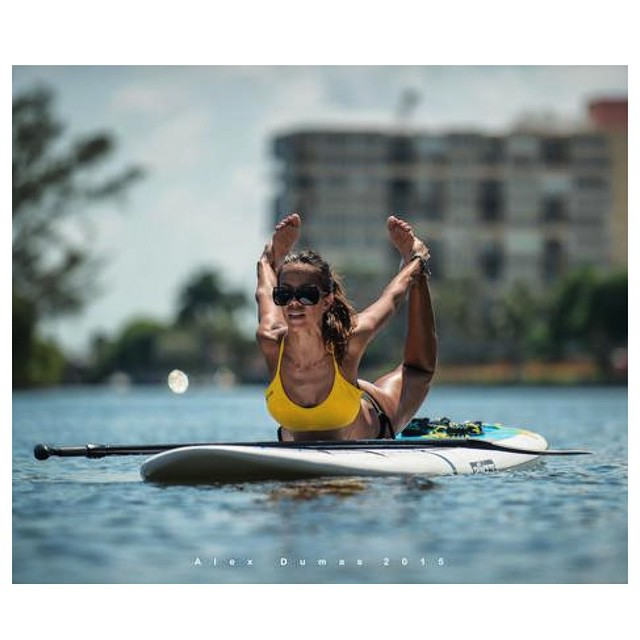 #roguesup welcomes its newest ambassador to the team @standupyogagirl! Do you think you have what it takes to become a Rogue ambassador? Head over to our website @ www.roguesup.com for more info. (Warning: don't try this at home).